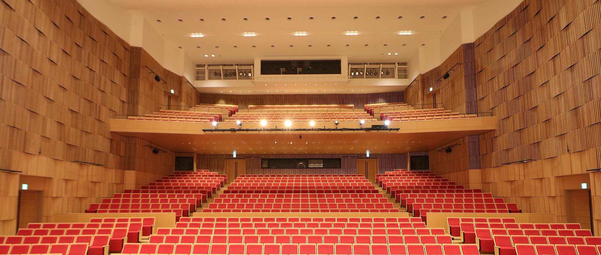 秩父宮記念市民会館 大ホールフォレスタ客席