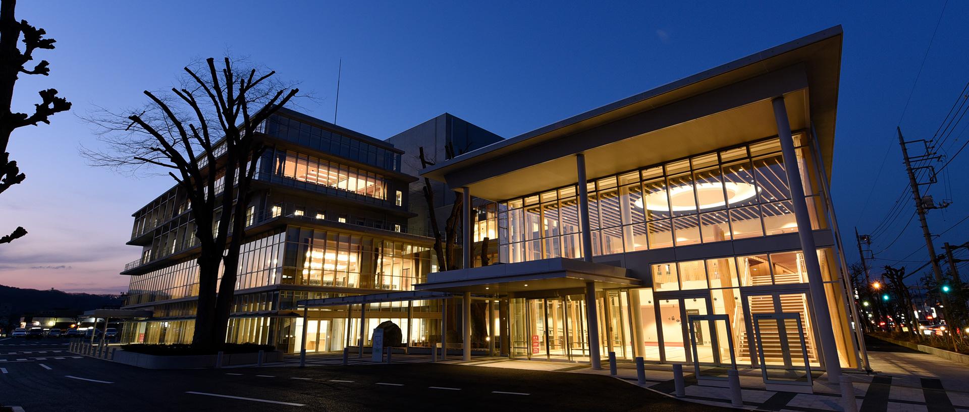秩父宮記念市民会館 外観(夜景)